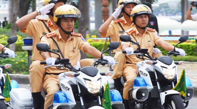 Cảnh sát giao thông có quyền phạt lỗi không gương không?